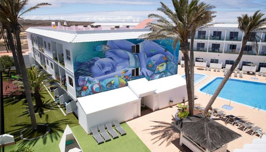 Save the Ocean Graffito im Surfing Colors Hotel