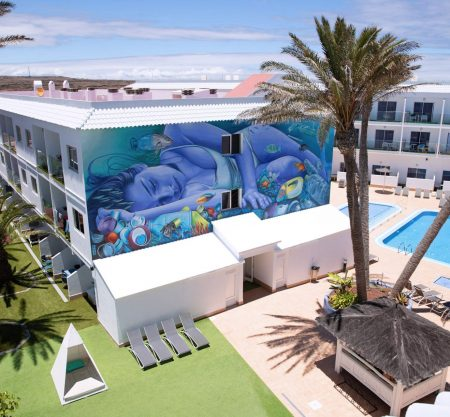 Surfing Colors Hotel